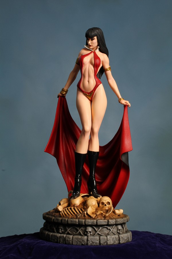 Women of Dynamite: Vampirella Statue by Dynamite